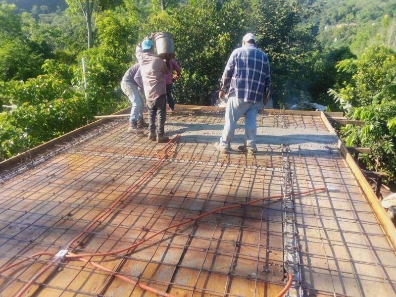 Se construyen losas en Santo Tomas