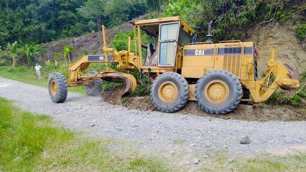 Se da mantenimiento a carretera